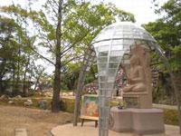 銀杏の木と仏陀ドーム