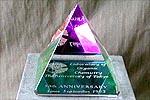 特注の虹色ピラミッド